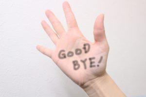 親しい相手とのさようならをイメージする画像