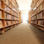 大学の図書館の画像