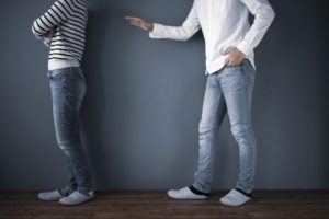 喧嘩している男女の画像